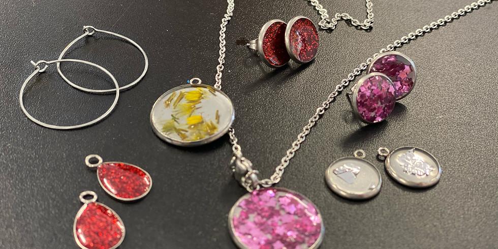 Degani Coorparoo - Learn to make resin jewellery!