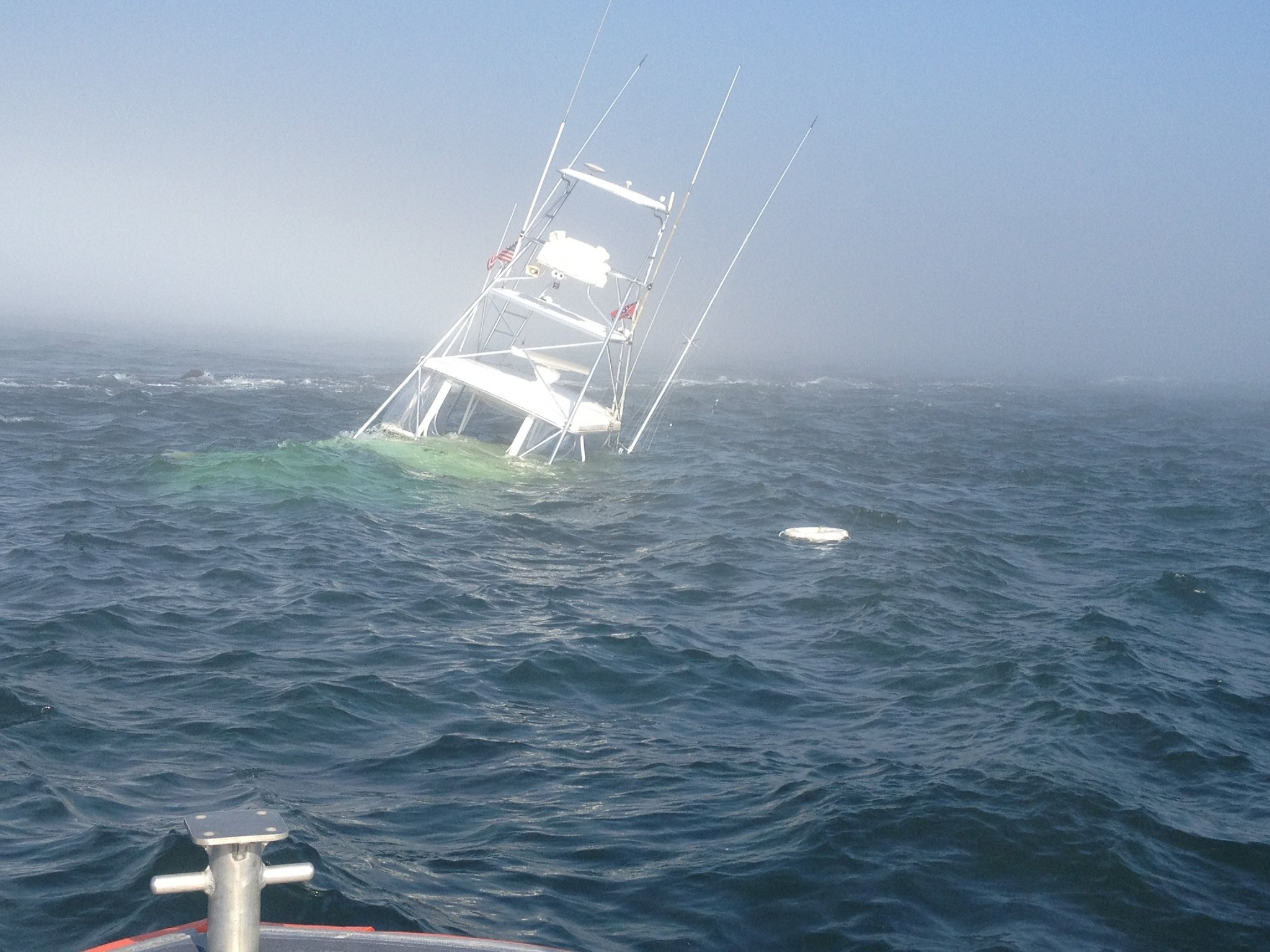 southern-comfort-fishing-boat-sinking-off-barnegat-light-inlet-343e1bd974c00b6a