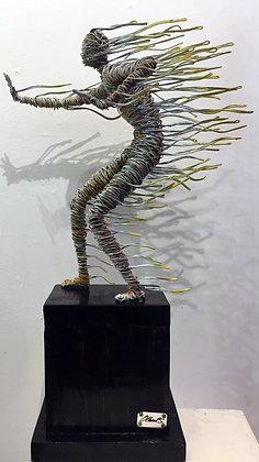 """""""Resistencia"""" Wire Sculpture - O. Rivera"""