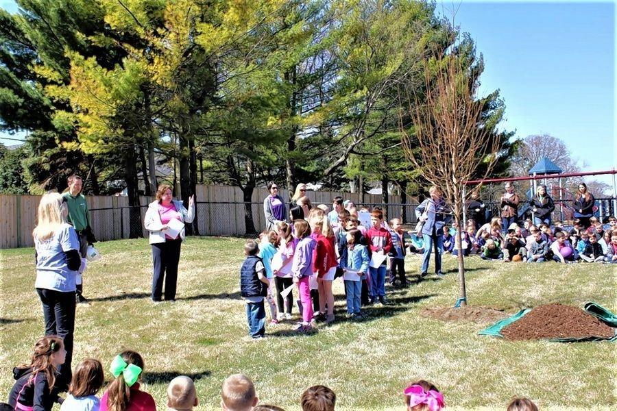 Arbor Day at Windsor School.jpg