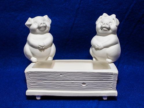 PIG W/ PEN SALT & PEPPER