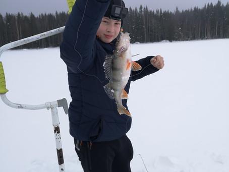 Talvikalastus koukuttaa - Laatokan kalastajien jalanjäljillä Suvasvedellä