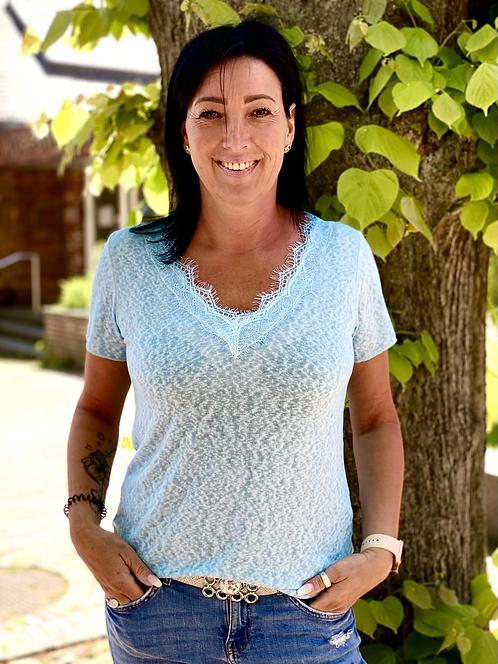 Leicht taillertes Sommershirt mit schöner Spitze - Hellblau