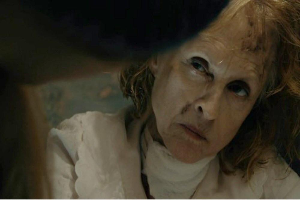 A atriz Jill Larson em uma cena de The Taking of Deborah Logan