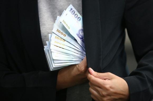 財產贈與子女,如何節稅? 富傳三代,看這4招!