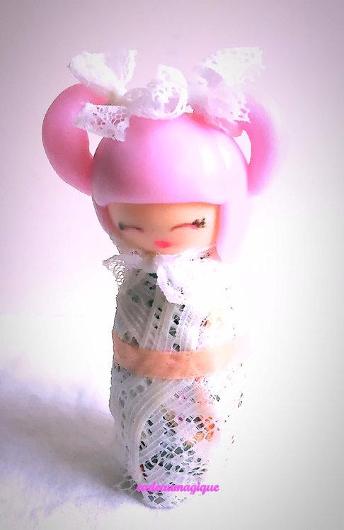 figurine kimono japonais dentelle fimo : porte bonheur