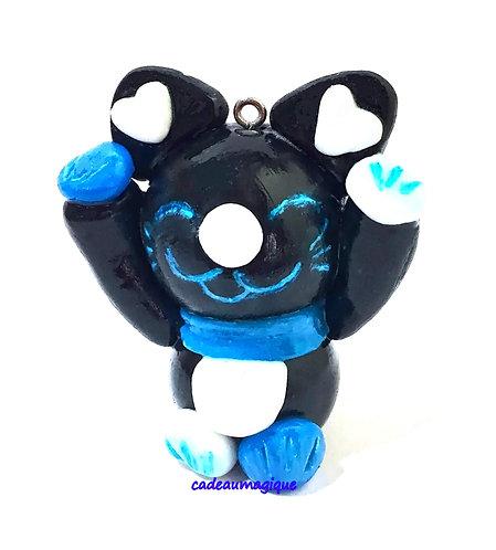 chat kawaii neko noir et turquoise en fimo : cadeau porte bonheur