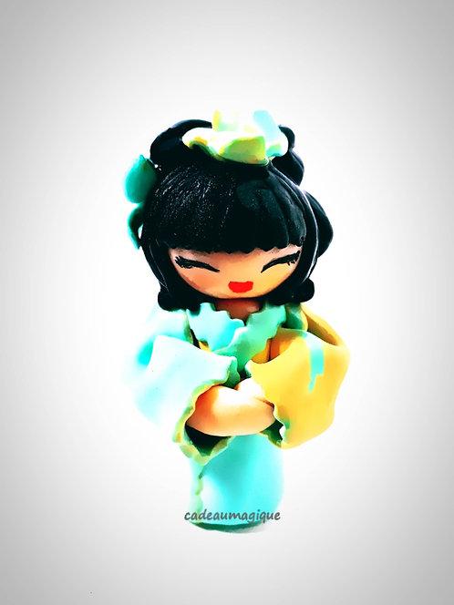 poupée japonaise en fimo kimono vert orange : cadeau fille