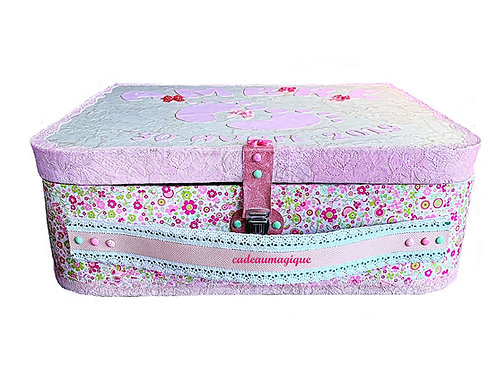 grande valise vintage en carton : baby shower decoration
