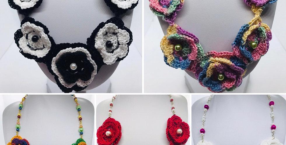 Collier en fleur (crochet) avec billes de verres