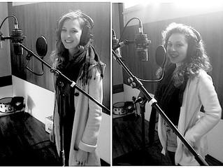 Elèves chanteuses en enregistrement et mixage en studio professionnel
