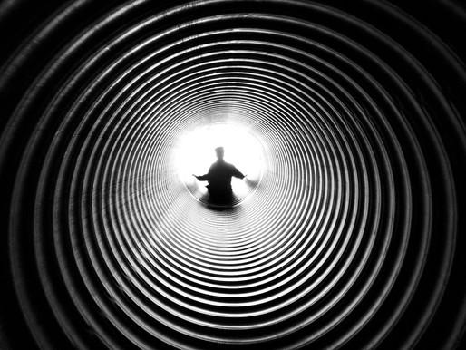 פוסט-טראומה והחור השחור, לוקח אותך כמו מערבולת, צניחה חופשית לתהום...ועכשיו איך אפשר בכלל לצאת מפה?