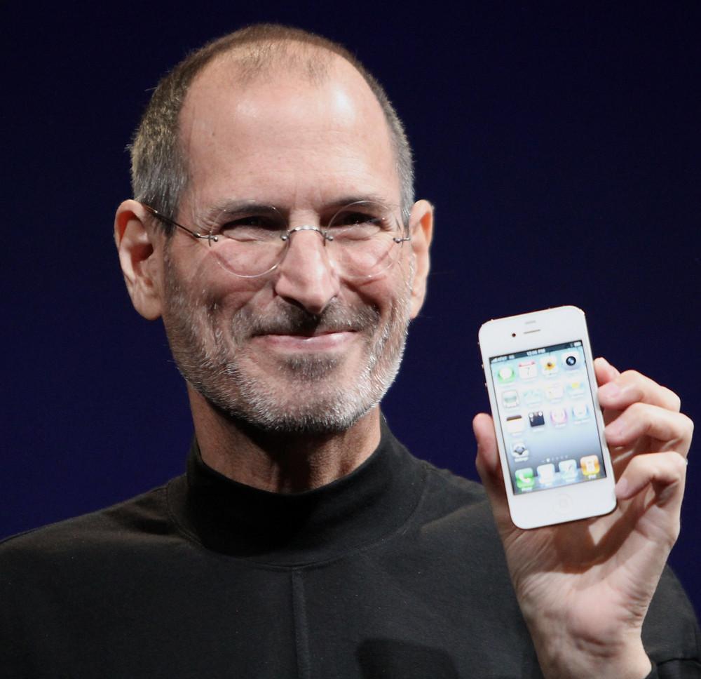 Steve Jobs holding an iPhone4