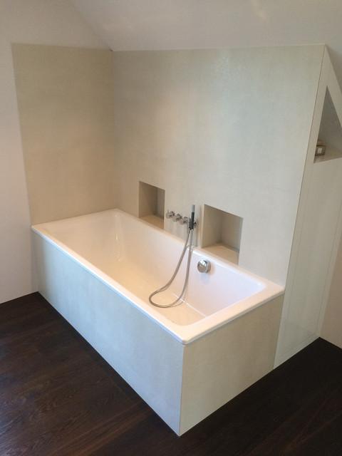 Bad mit grossformatigen Platten