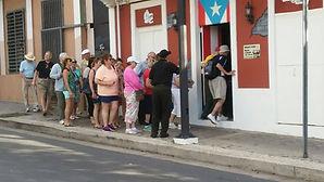 Turistas-en-Sangria2.jpg