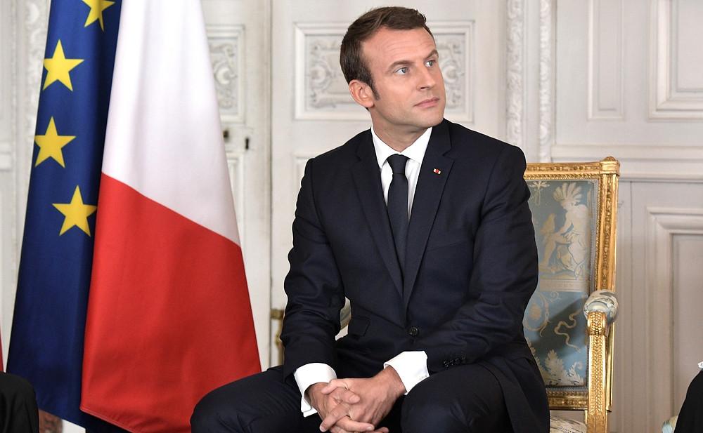 Emmanuel Macron est entouré de socialistes