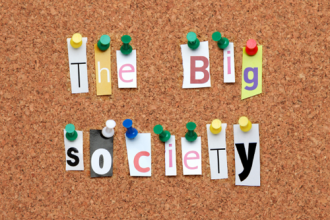 Les principes et théoriciens de la Big Society britannique