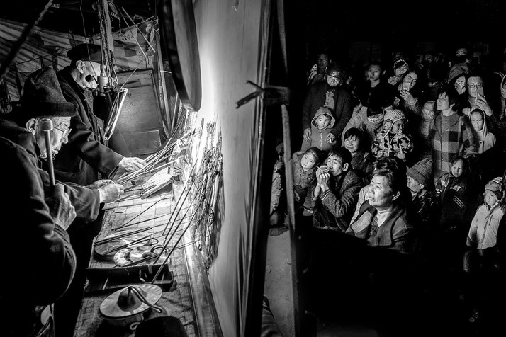FIAP Gold Medal - Monochrome - Front stage and behind scene - Yongjian Shi - China