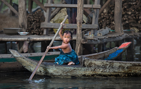 FIAP Gold Medal - Travel - The girl from a fishing village - Yury Pustovoy - Rusia