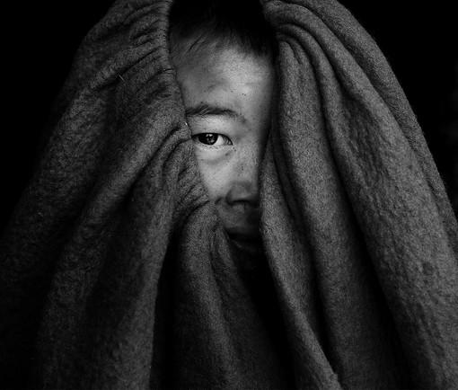 FIAP Gold Medal - Monochrome Look Through Charvar - Wenyuan Li - USA