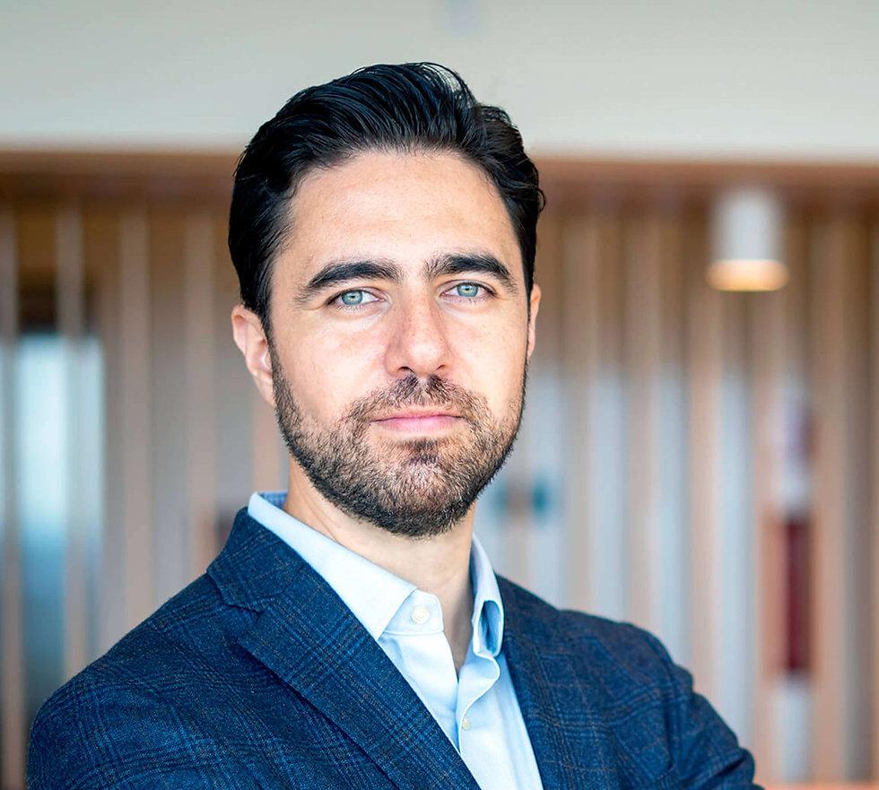 Adalberto Flores
