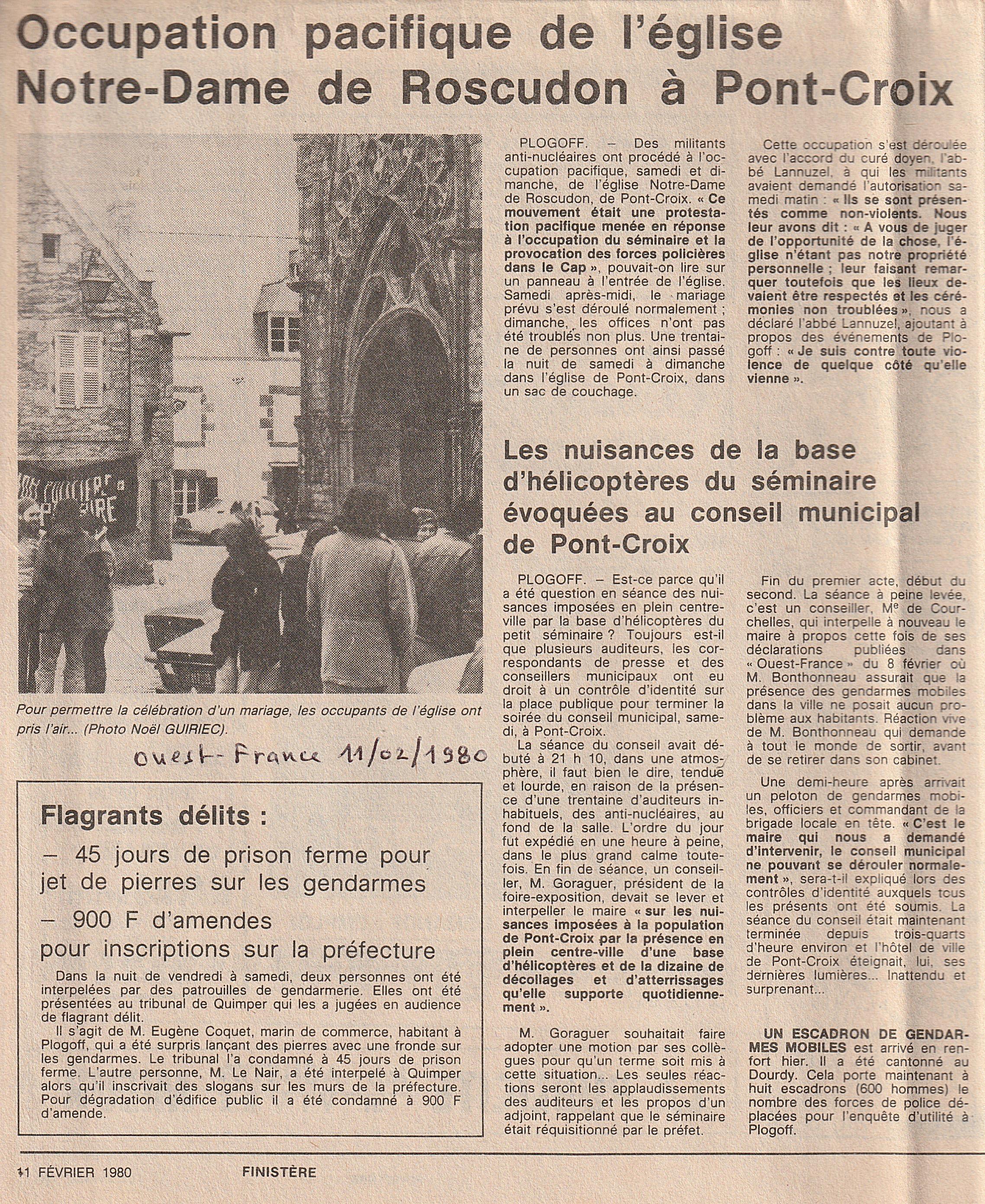 A_Pont-Croix_Eglise,_séminaire_et_hélico