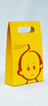 Gele koffer van karton