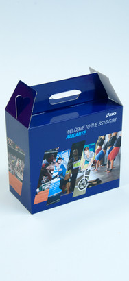 Blauwe kartonnen koffer