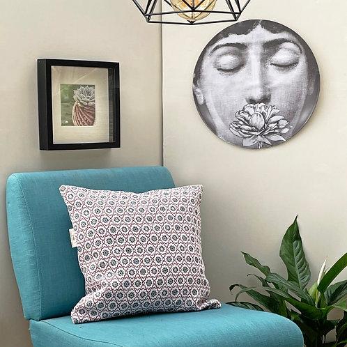 Cuscino in tessuto fantasia 45 cm x 45 cm  - Linea Alba