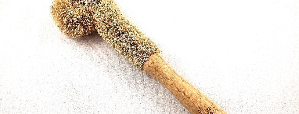 Bamboo scrubbing brush with coconut fibre bristles