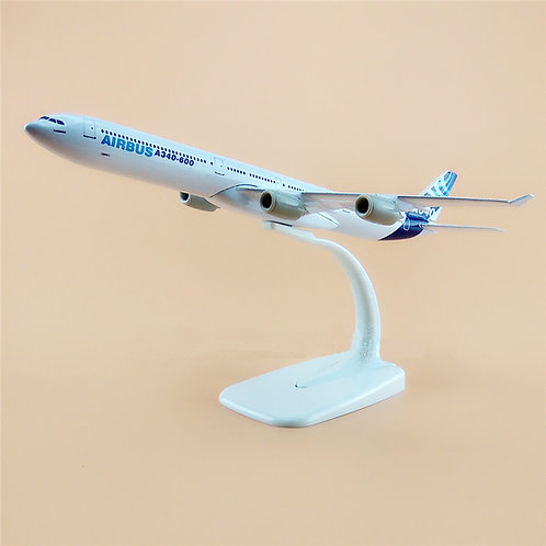 Miniatura de metal de um Airbus A340-600 tamanho 20cm (1/350)