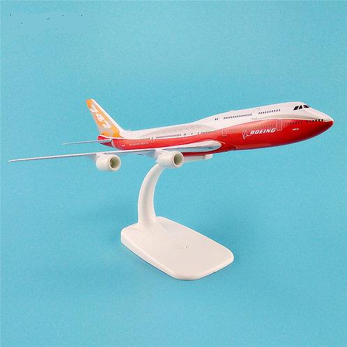 Miniatura de metal de um Boeing 747-8 tamanho 20cm (1/350)