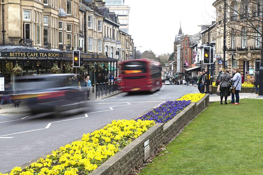 Pedestrians_bus_Harrogate_town