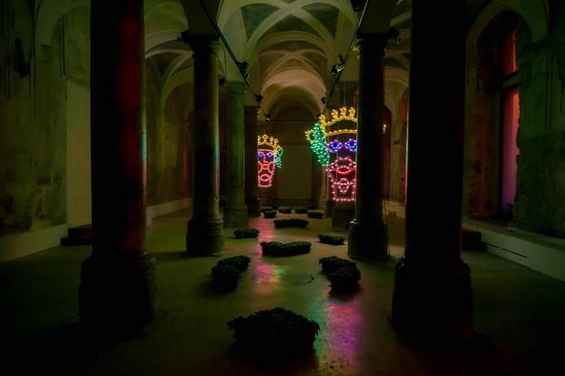 A-mori, legno e luminaria, 100x250 cm, Palazzo Sambuca, Palermo