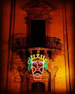 Amori, legno e luminaria, c, 200x250, Palazzo Trigona, Noto