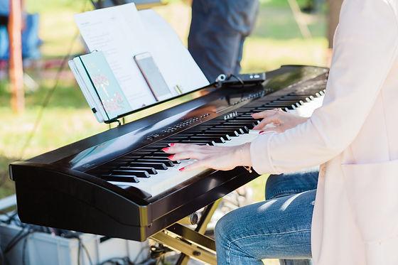 Vinea Segnungsgottesdienst Klavier.jpg