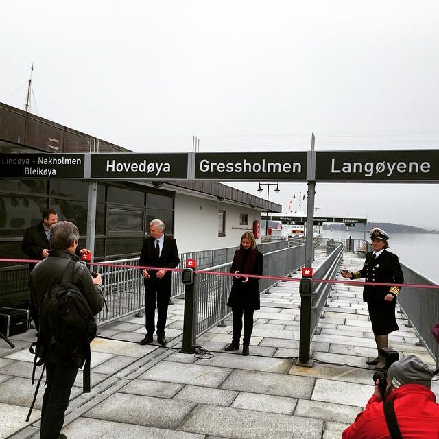 Instagram - I dag ble den nye brygga på rådhuset åpnet 👆🎺🎶📰✂️ @oslohavn #osl