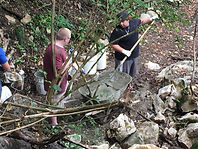 volunteers cleaning up during ijams river rescue