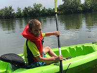 kid kayaking on tennessee river at ijams nature center summer camp