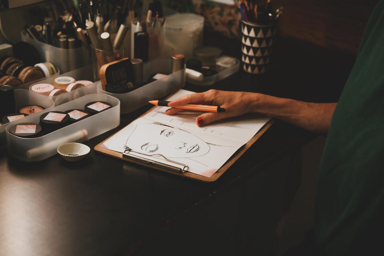 SALON Z W E I Projekt - supportyourkoeln   Ein Ort zum Wohlfühlen - mitten im Herzen von Ehrenfeld   Ihr H E R Z S T Ü C K : individuelle Schminkberatung / Hochzeits Styling - Wunsch Make Up   .. und heute ganz persönlich für mich ein sehr berührendes dahinter schauen dürfen