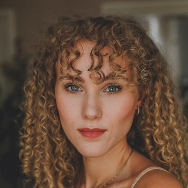 Schauspielerin - Pauline Angert