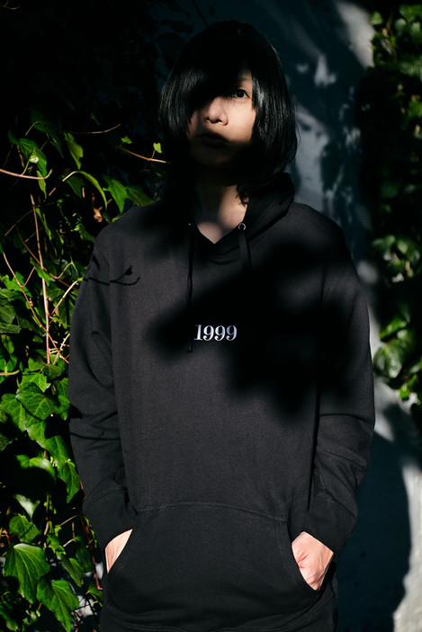 """1999"" Embroidery  big silhouette hooded parka"