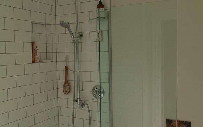 Dekkers Bathroom - Bath / Shower / Toilet