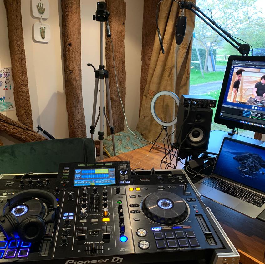 Rob Stephenson being creative by DJing