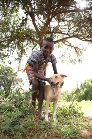 Enfant Banna et son chien