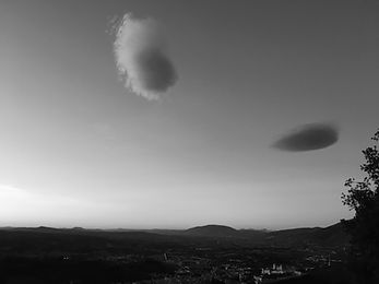 clouds.vert.02.jpg