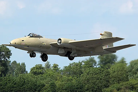 Canberra PR.9 bomber taking off