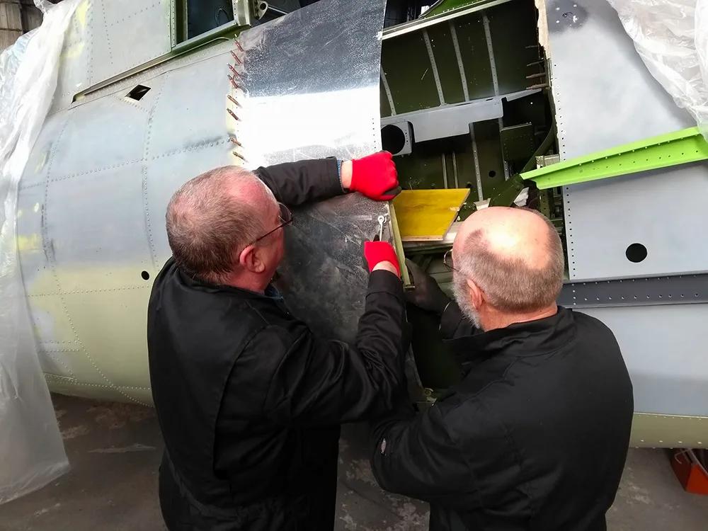 Grumman-Wildcat-F4F-Hangar-Cockpit-Conso