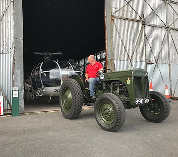 Ferguson-Tractor-towing-Alouette-IMG_352