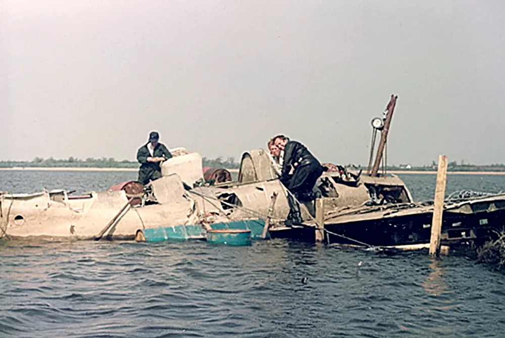 Ulster Aviation Society recovering the wreckage of Wildcat F4F JV482 in 1984